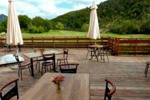 ferme auberge gite mangalitsa mangalitza restaurant accueil lieu stage stages tune de l'ours die diois boulc pré martal valence terrasse montelimar grenoble